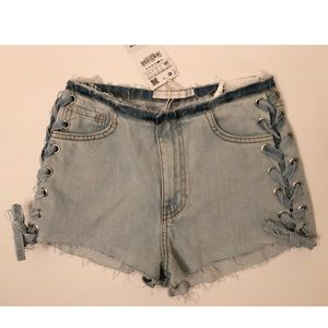 Women's lace up mid-rise denim shorts. New w. tags